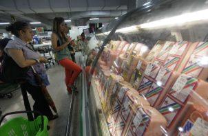 Los consumidores deben llevar sus bolsas reutilizables o comprarlas en el comercio.