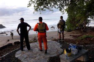 A la búsqueda del joven surfista se sumaron  los moradores y pescadores de la comunidad. Foto/Thays Domínguez