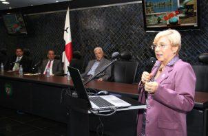 Denuncian amenazas de muerte y e intentos de soborno por polémica ley sobre tabaquismo. Foto: Panamá América.