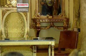 El taburete que le regalaron a Laurentino Cortizo en Olá fue ubicado al lado de la silla presidencial.