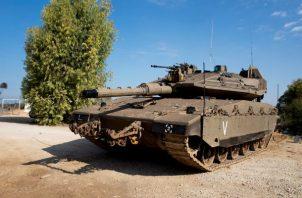 Un tanque israelí en la frontera con la Franja de Gaza. Foto: EFE.