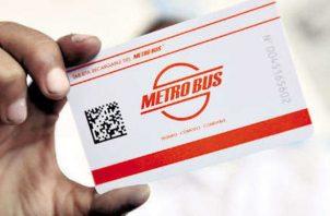Tarjetas estudiantil para servicio del metrobús. Foto/Archivos