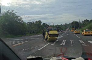 En otro sector de la provincia de Colón un taxista resultó herido al volcarse. Foto/Diómedes Sánchez