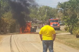 Vehículo incendiado. Foto: Melquíades Vásquez.