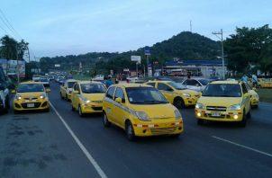 Los taxistas regulares y los de turismo se han visto afectados. Foto de archivo