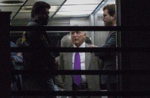 El expresidente brasileño, Michel Temer pasó cuatro noches en la cárcel por ser el presunto líder de una organización criminal. FOTO/AP