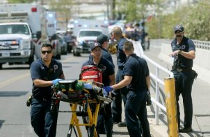 Los equipos de rescate acudieron al llamado de emergencia. FOTO/AP