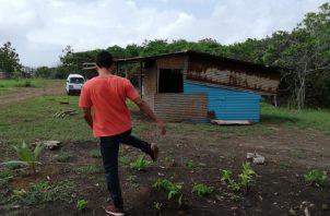 Unas 300 familias invasoras reclaman espacio en los terrenos asignados al hospital público. Foto de Miriam Lasso