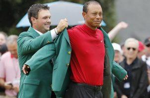 Tiger Woods ganó este domingo su quinto saco verde.