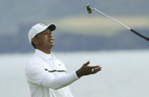 Tiger Woods durante su recorrido por el hoyo 5 Foto AP