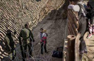 Pasarán en el área fronteriza el inicio del 2019 con la esperanza de entrar a Estados Unidos. FOTO/AP