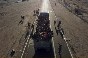 Los grupos de migrantes están tratando de reagruparse. FOTO/AP
