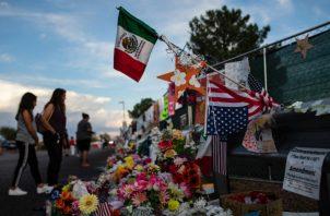 Banderas mexicanas en El Paso en honor a las víctimas de un tiroteo. Foto/ Tamir Kalifa para The New York Times.