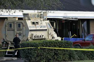 Escuadrón táctico Swat en el lugar del tiroteo. Foto: AP.