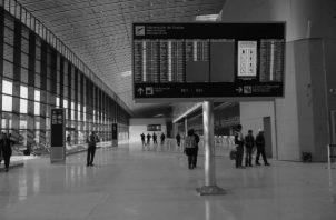 Vista de la recién inaugurada Terminal 2 del Aeropuerto Internacional de Tocumen, que se inundó durante el primer chubasco de la temporada. Foto: Víctor Arosemena. Epasa.