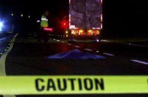 La policía de tránsito realiza las investigaciones para ubicar al conductor responsable de este hecho que se dio a la fuga, al momento del atropello. Foto/Mayra Madrid
