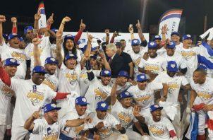 Los Toros de Herrera celebran el título ganado en el Rod Carew. Foto Caribe Béisbol