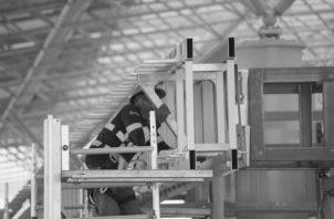 Cientos de miles de puestos de trabajo, desde operarios y servicio básico hasta posiciones gerenciales, están hoy día ocupados por inmigrantes, en detrimento de los nacionales. Foto: Víctor Arosemena. Epasa.