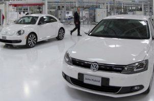 La tendencia mundial es mayor uso de autos eléctricos. EFE