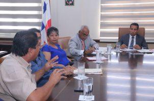 Reunión entre el ministro de Gobierno Carlos Romero y transportistas.