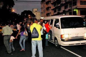 """Los conductores del transporte """"pirata"""" no descartan cierre de calles como acción de protesta."""