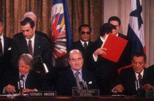 El reconocimiento de Omar Torrijos Herrera lo recibió su hijo, el expresidente, Martín Torrijos.