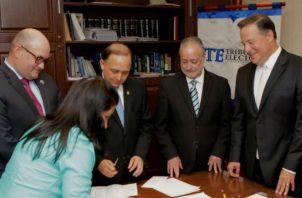 Recientemente, el presidente Juan Carlos Varela acudió al Tribunal Electoral  a hacer una consulta sobre la quinta papeleta. Cortesía