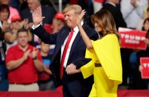 La primera dama de Estados Unidos acompaña al presidente Donald Trump en el lanzamiento oficial para la reelección del 2020. FOTO/AP