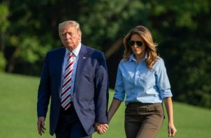 El presidente Donald Trump insinuó que propondría una ley de control de armas vinculada con las medidas que él desea para controlar la inmigración, pero no dio detalles. FOTO/AP