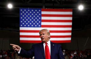 """El preisdente Donald Trump reaccionó rápidamente a través de su cuenta de Twitter: """"¡GRAN VICTORIA para la frontera sobre el asilo en el Tribunal Supremo!"""". FOTO/AP"""