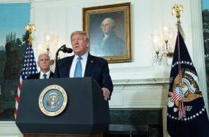 """El presidente Donald Trump apuntó que son """"la enfermedad mental y el odio son las que aprietan el gatillo, no la pistola"""", en una defensa del derecho de portar armas en Estados Unidos.  FOTO/AP"""