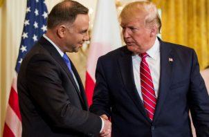 Trump con su homólogo polaco, Andrzej Duda (izq). Foto: EFE.