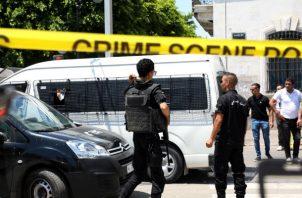 Una serie de ataques suicidas dejan heridos de gravedad a dos policías y a un civil en Túnez