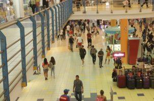 Diferentes centros comerciales apoyan la actividad del Black Weekend, lo que atrae a gran cantidad de turistas. Víctor Arosemena.