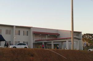 Estas instalaciones universitarias están siendo utilizadas temporalmente por un grupo de estudiantes de educación primaria. Foto/Eric Montenegro