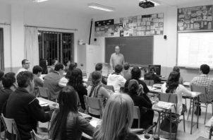 Solo el buen maestro enseña, guía, orienta, instruye, corrige, educa, prepara para la vida. Al final de cuentas, las universidades, tienen la sagrada misión de preparar para la vida también a los estudiantes. Foto: EFE.