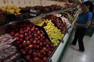 Las mayores importaciones de frutas generalmente se dan en diciembre  debido a que los panameños consumen frutas internacionales. Archivo