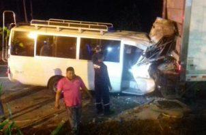Unidadades del tránsito llegaron al lugar, en donde se registró el fuerte accidente. @TraficoCPanama.