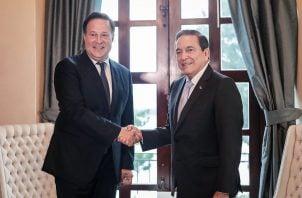 Juan Carlos Varela y el presidente Laurentino Cortizo se enfrentan en las redes sociales por situación de Colón.