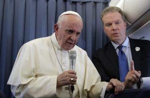 En 2015, Greg Burke fue nombrado vocero adjunto bajo el reverendo Federico Lombardi, un jesuita italiano. FOTO/AP