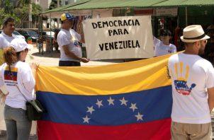 Venezolanos en Brasil salen a las calles para exigir la salida de Nicolás maduro del poder. FOTO/EFE