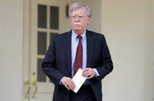 John Bolton, el asesor de seguridad nacional de la Casa Blanca, habla con los medios sobre la situación venezolana. FOTO/AP