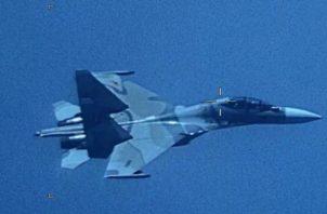 En junio de 2006, el entonces presidente venezolano, Hugo Chávez, anunció la compra a Rusia 24 cazas de largo alcance Sukhoi 30 para reemplazar a los F-16 estadounidenses en la Fuerza Aérea de Venezuela y advirtió que Washington no proporcionaba en ese entonces los repuestos necesarios para esas aeronaves. FOTO/EFE