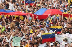 """A una corta distancia de tan solo 300 metros se celebrará el concierto """"Hands off Venezuela""""."""