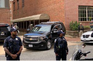 Los cuatro que estaban dentro de embajada han sido detenidos y ahora van a ser procesados.