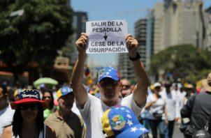 Desde la manifestación opositora, los presentes protestaron contra la crisis económica.