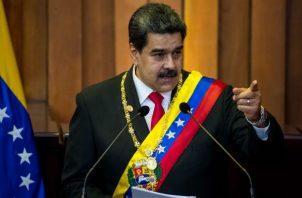 """Maduro pide a sus ministros poner sus cargos a la orden para una """"reestructuración"""""""