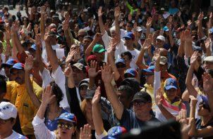 """España fue el primer país en hacerlo oficialmente, con el anuncio de su jefe de Gobierno, Pedro Sánchez, de que reconocía a Guaidó como """"presidente encargado"""" de Venezuela."""