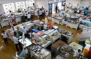En Semana Santa el Mercado de Marisco es más frecuentado por consumidores en busca de pescado y otros mariscos a buen precio.