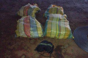 Los paquetes de supuesta sustancia ilícita incautados en Arraiján, Panamá Oeste. @SENANPanama